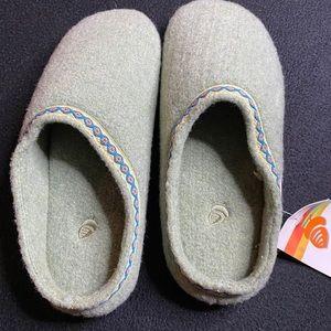 NWT Acorn wool shoes SB1